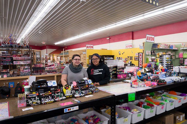 shopping holmes county flea market